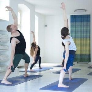 Struktur und Sequencing von Vinyasa Yoga